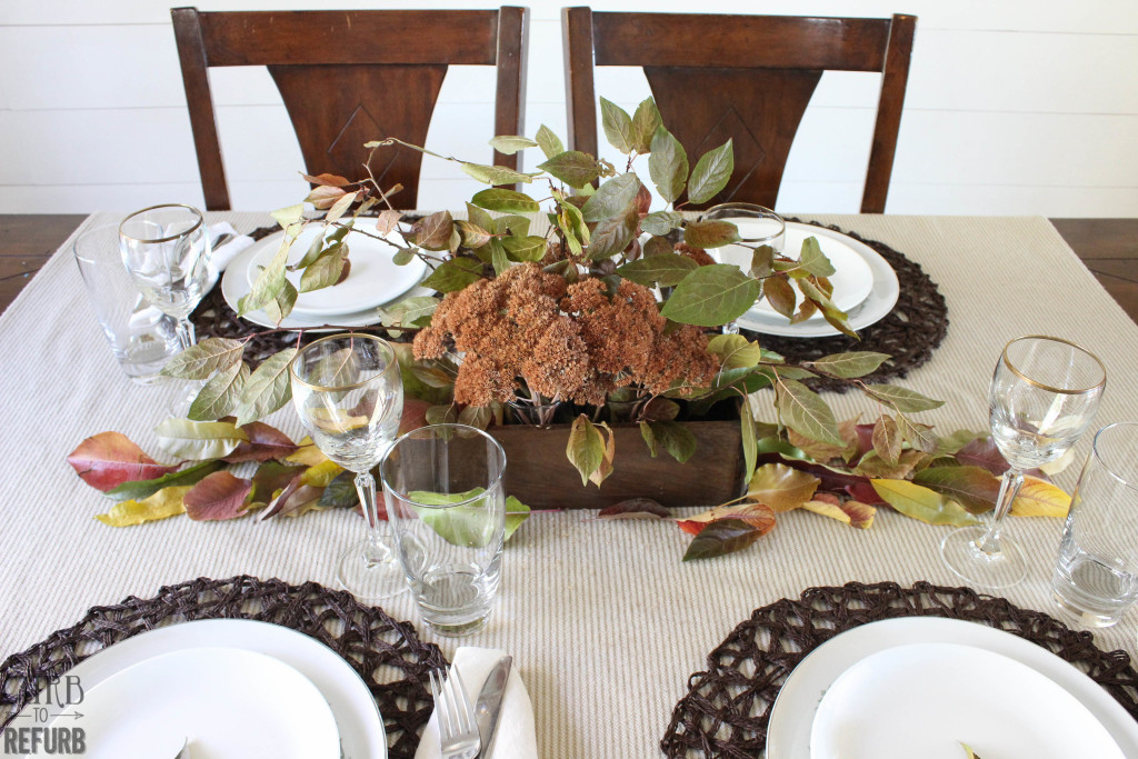 simple-Thanksgiving-table-setting