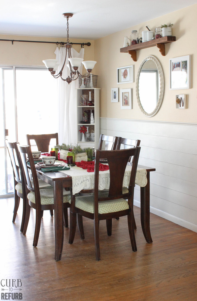 red and green Christmas tablesetting