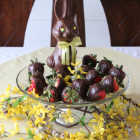 Chocolate Covered Easter Strawberries